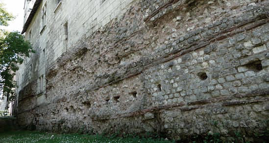 Fondations du Château de Tours